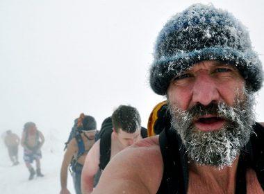 Wim Hof während einer Bergbesteigung