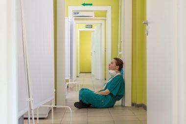 Frau im Krankenhaus
