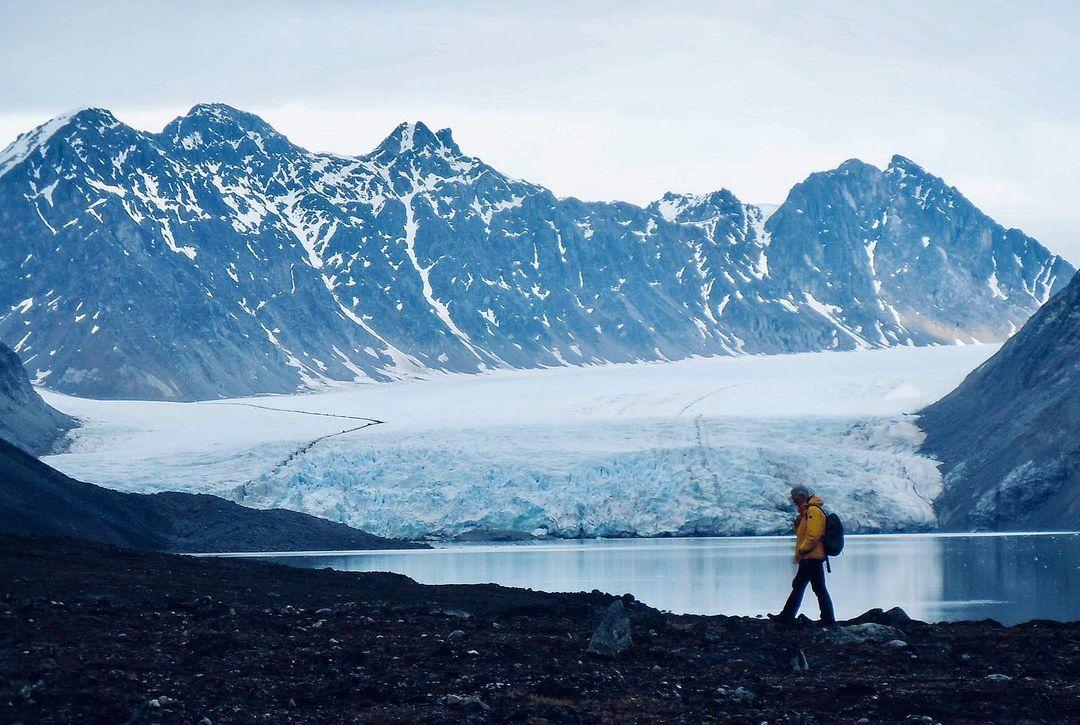 Ein Sommernachmittag mit beeindruckender Kulisse auf dem Möllerfjord in Spitzbergen