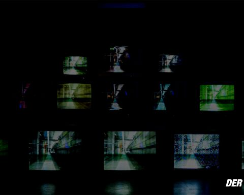 Fernseher im Hintergrund, dunkel