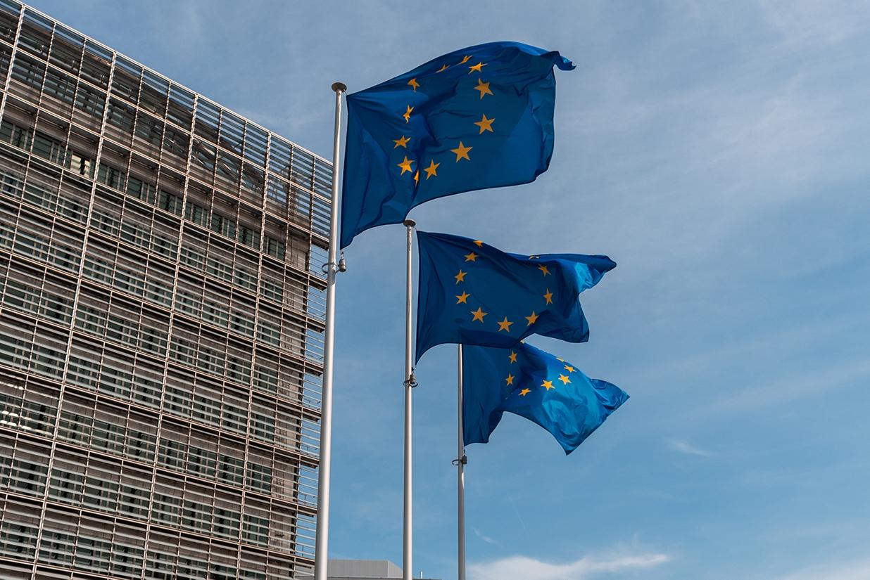 Europaflaggen am Sitz der Europäischen Kommission in Brüssel, Belgien