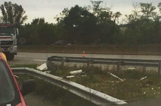Kaputte Leitplanken auf der Autobahn bei Lyon