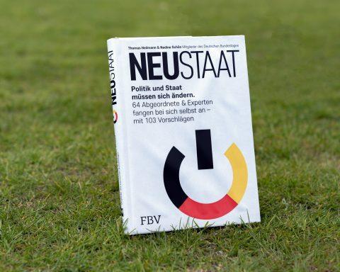 """""""Neustaat"""" - Cover des Buches von Markus Uhl und Nadine Schön"""