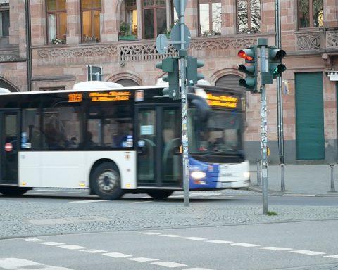Bus der SaarVV an der Johanneskirche