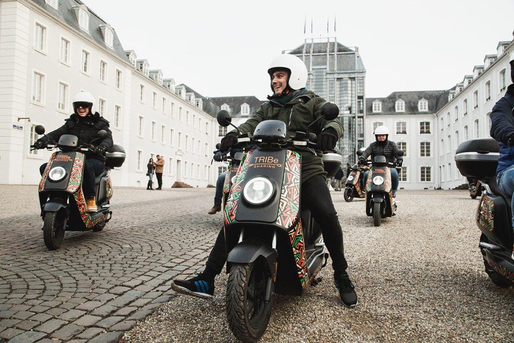 TRIBe E-Mopeds vor dem Saarbrücker Schloss